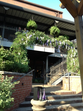 There may not be a whole lot going on in downtown Acworth, GA, but this venue was gorgy!